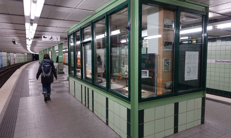 Im U-Bahn Kiosk - Das Ohr, hört Christoph Busch Menschen zu.
