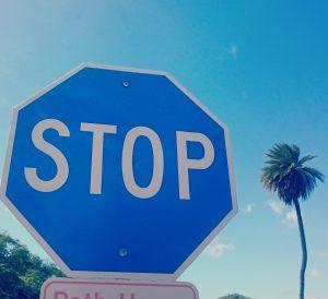 Blaues Stoppzeichen