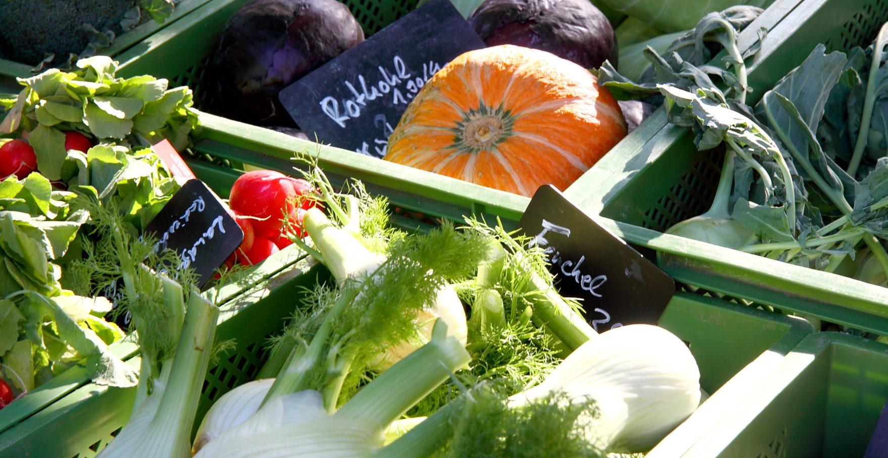 Bio-Gemüse auf dem Wochenmarkt